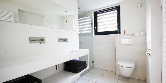 Badkamer woonark amsterdam met wastafel van notonlywhite bathroom pinterest amsterdam van - Lay outs badkamer ...