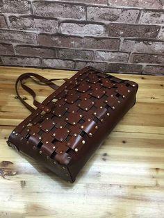 Cuero Vintage hechos a mano de remache grande mujeres por Rochid                                                                                                                                                                                 Más