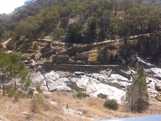 Adelong Falls and Gold Ruins - https://jimslifelog.files.wordpress.com/2015/04/imag0119.jpg
