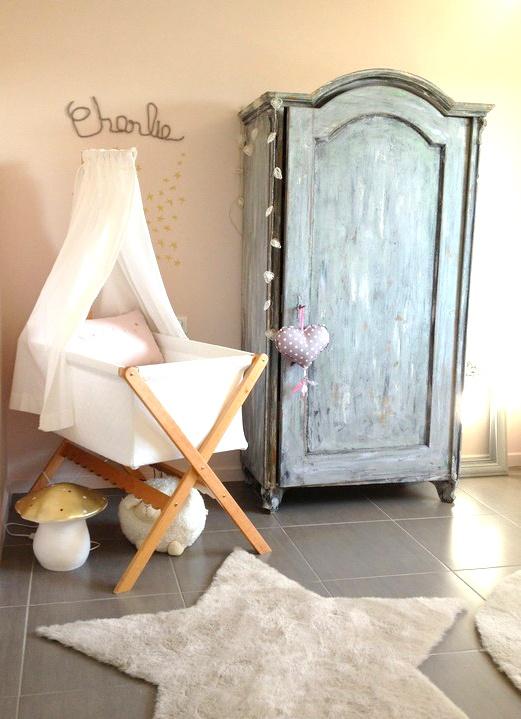 babykamer met prachtige vintage kast.