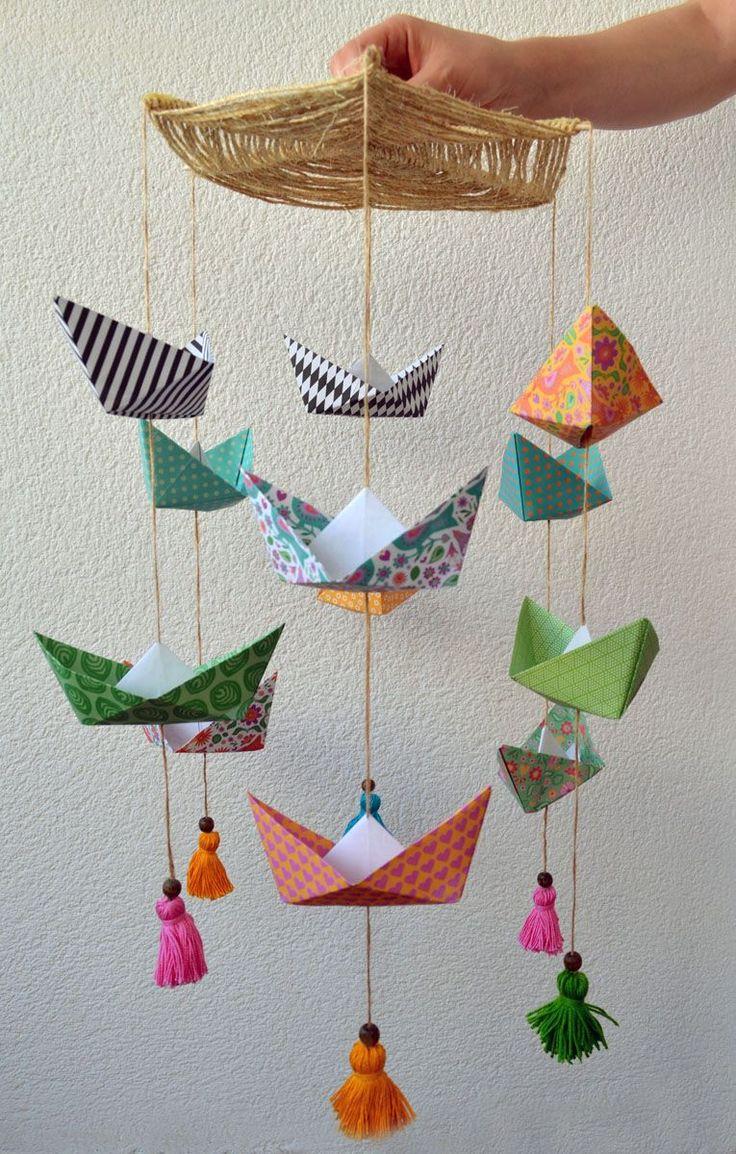 Móvil de barcos de papel