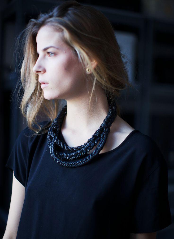 zwart geknoopt/gedraaide korte ketting Braided necklace