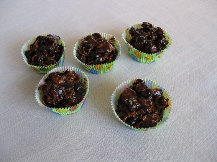 Kukoricapelyhes csokigolyók. Chocolate balls with corn flakes