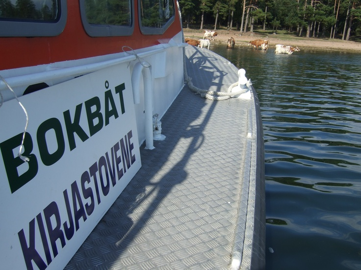 Library boat (!)