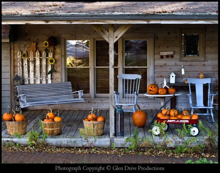 Great porch with pumpkins!!!: Country Porches, Fall Decor, Pumpkin, Autumn, Country Stores, Fall Porches, Rustic Fall, Front Porches, Halloween