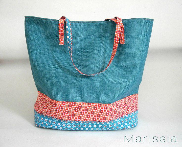 Sac fait main en tissu bleu et tissus à motifs géométriques bleus et rouges : Sacs à main par marissia