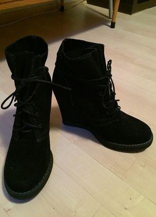 Kupuj mé předměty na #vinted http://www.vinted.cz/damske-boty/platformy/11626925-cerne-podzimni-boty-na-klinku