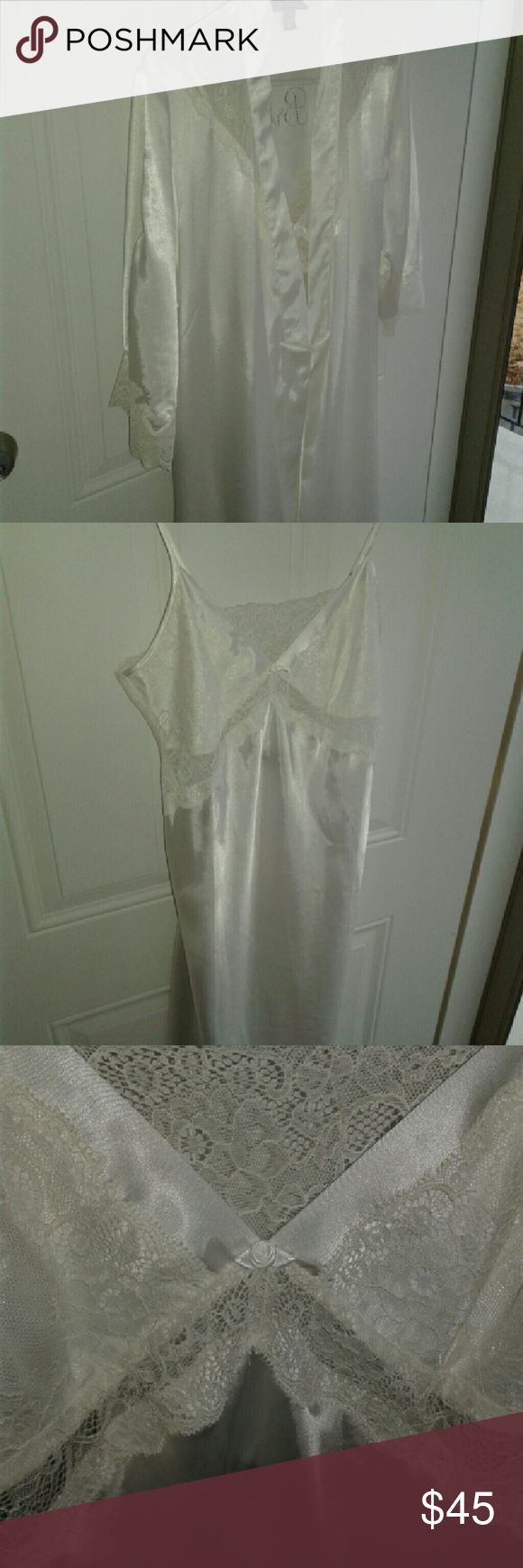 Long bridal robe and nightgown set This is brand new without tags as I intended to wear it but my honeymoon but it was too warm in hawaii Jones New York Intimates & Sleepwear Robes