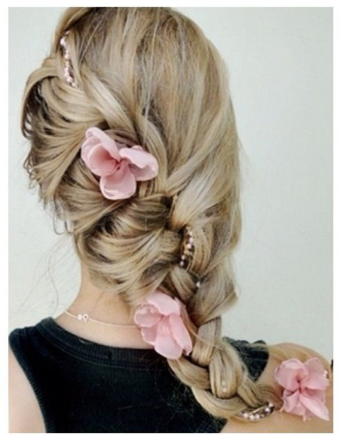 """A simple braid with flowers, that's know as """"Rapunzel hair""""!!!"""