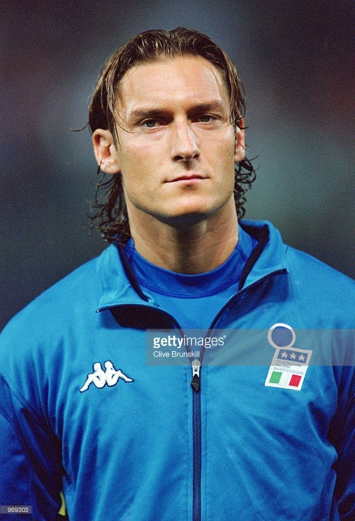oct-2001-francesco-totti-of-italy-lines-up-prior-to-the-fifa-2002-picture-id969303 (699×1024)