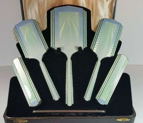 SUPERBA-ART-DECO-BLU-VERDE-GUILLOCHE-SMALTO-ARGENTO-Vanita-Specchio-Brush-Set-1937