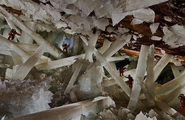La Mina de Naica está localizada en la población de Naica, Chihuahua, México, conocida en todo el mundo por las extraordinarias formaciones de cristales de gran tamaño localizadas en su interior. La…