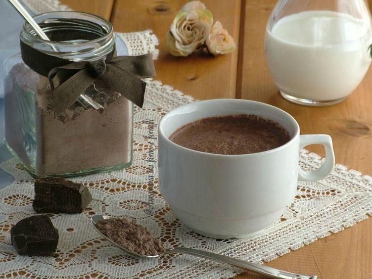 Nesquik fatto in casa in 5 minuti Ricetta golosa per preparare una polvere da aggiungere al latte o per realizzare creme e dolci. Facilissima e veloce.