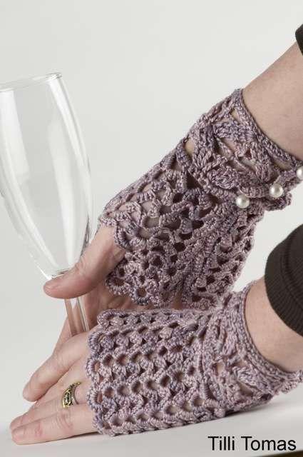 love crochet fingerless gloves!!