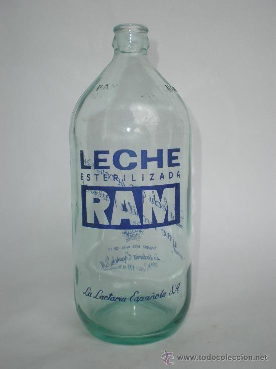 BOTELLA LECHE RAM* 1 LT. LA LACTARIA ESPAÑOLA S.A. LETRAS EN RELIEVE -RAM- EN CUELLO, SERIGRAFIADA (Botellas, Cajas y Envases - Botellas Antiguas)