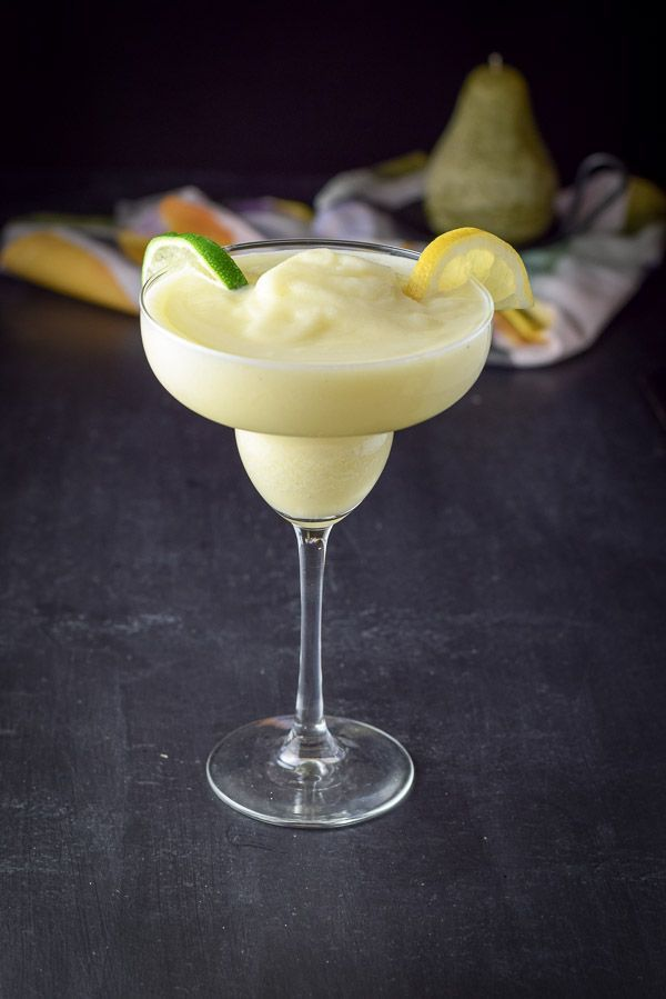 I usually take my margaritas plain, but I'm happy to make an exception when it comes to using lemon curd. Lemon curd! Just when you think margaritas couldn't get any more delish - they do!! http://ddel.co/lecumarg