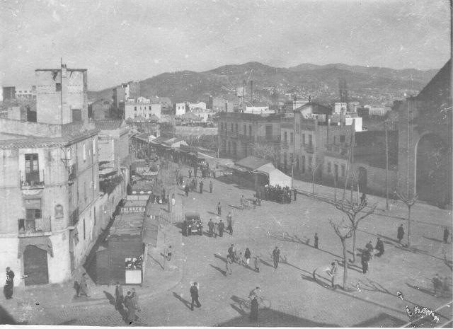 Per la Festa Major de Sant Andreu de Palomar dels anys trenta la fira era instal·lada al passeig de Torras i Bages. Autor desconegut / Fons Família Vinyes-Roig. LA PRIMAVERA REPUBLICANA A SANT ANDREU DE PALOMAR