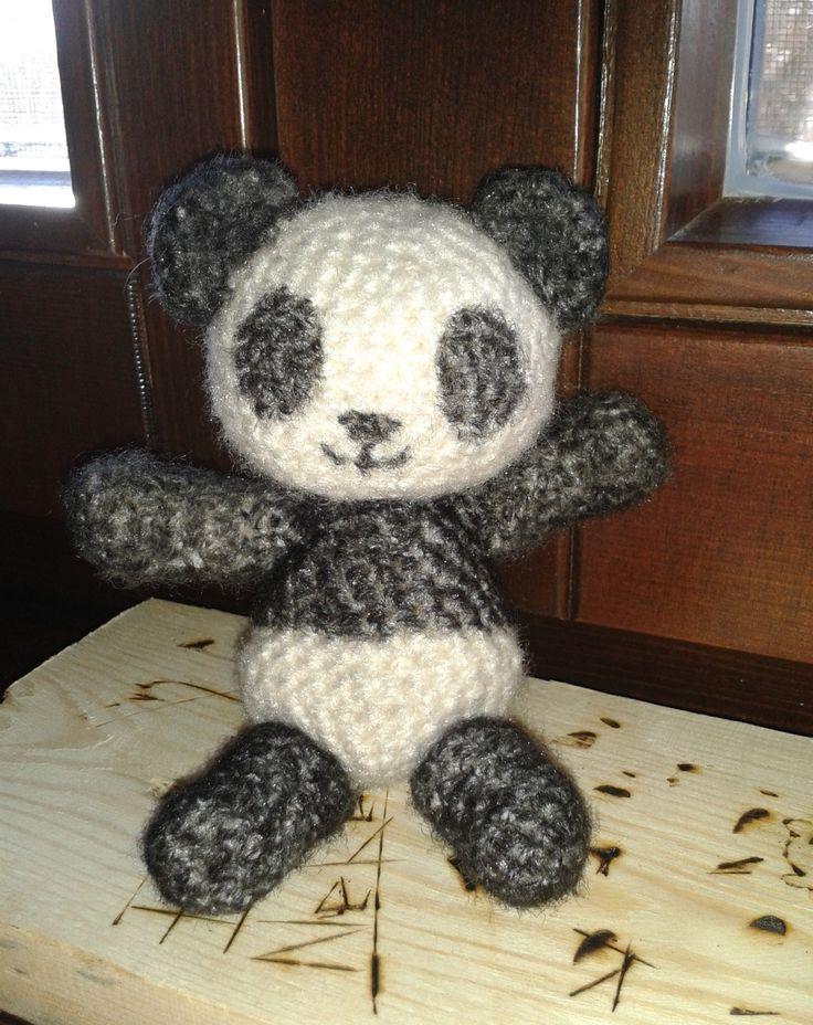 Panda Maci...:))) Minta: http://angiesartstudio.com/2010/04/09/panda-bear-amigurumi-crochet-pattern-pdf-format/#.VRWZjQgM