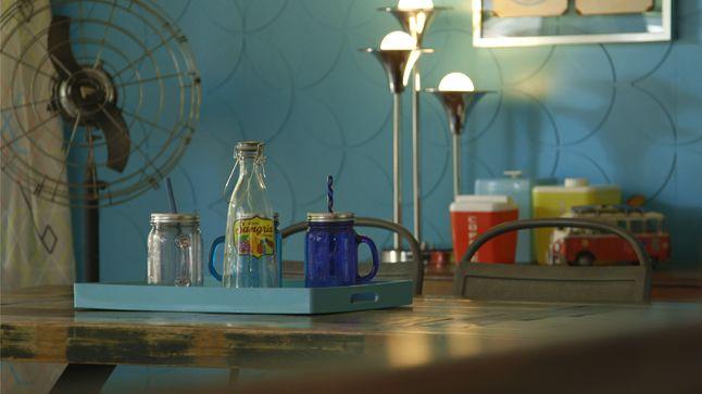 APRÈS : Des accessoires colorés et ludiques datant de la même époque ont été disposés partout dans la pièce afin lui donner un effet hétéroclite.