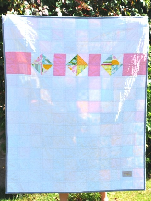This is the back of a patchwork quilt.  Nice way to add a bit of interest to the back, use extra squares, & disguise a pieced back.: Quilt Ideas, Quilt Backs, Quilty Things, Extra Squares, Send Back Up, Pretty Quilt, Patchwork Quilt