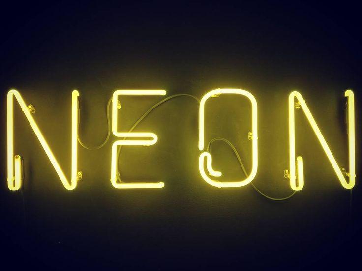 Neon studio #neonlights #photostudio #mediastudio #lights #este #italy #laboratorio44 #interiordesign #lightdesign #neonsigns #yellow #neonlovers #signboard #neonlightsmegazine