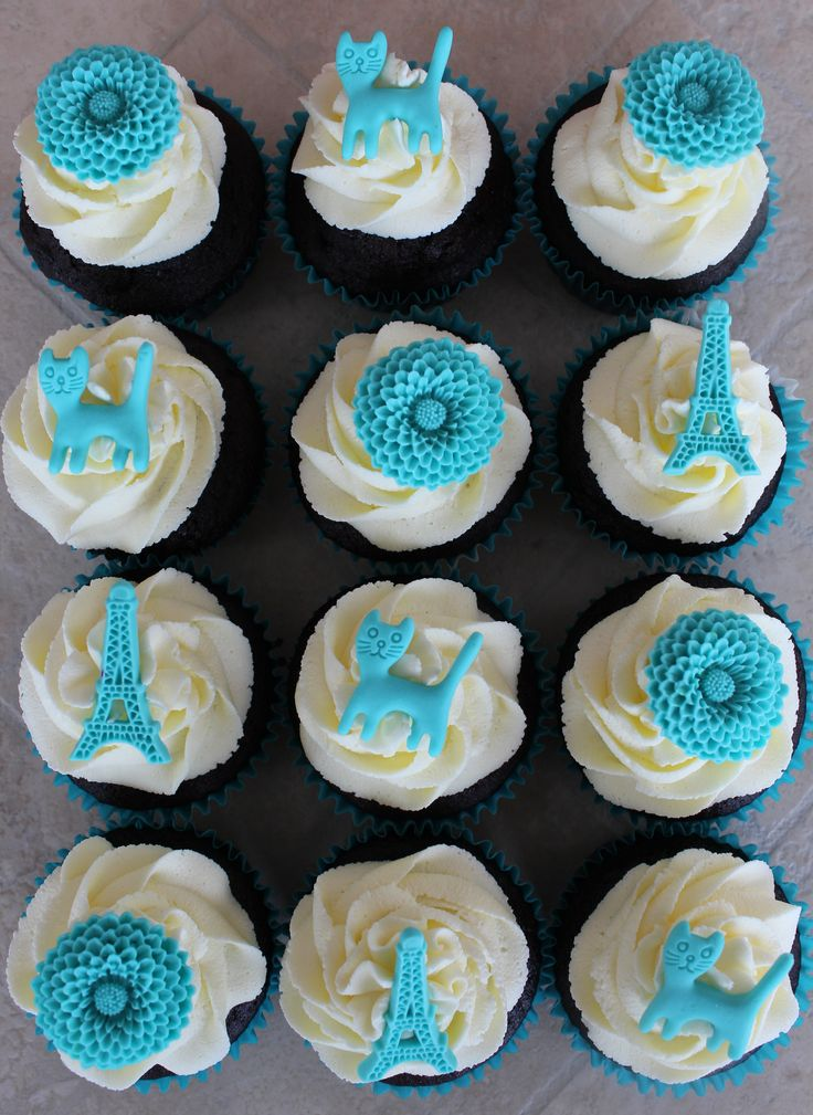 Blue flowers, cats and Eiffel tower cupcakes