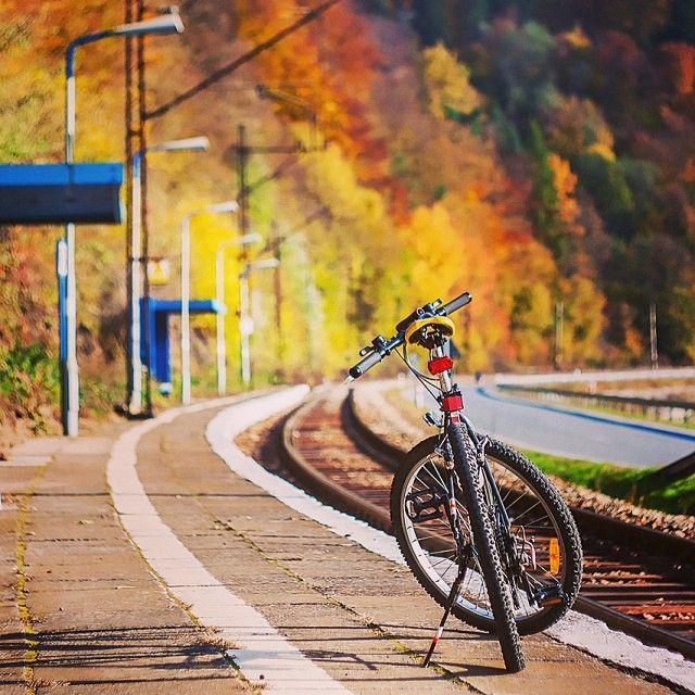 Stacja PKP Wierchomla w kolorach jesieni