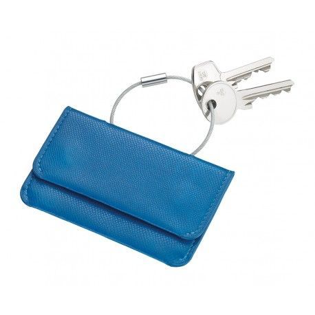 Breloc cu portofel din material COLORI(material inovator rezistent la temperaturi de pana la 70grC si umiditate ridicata) ce imita pielea in forma de portcart. Microfibra la interior, poate gazdui cardul si bancnote, inchidere magnetica. Culoare albastru.Dimensiuni: 72 x 12 x 102mmGreutate: 27gr