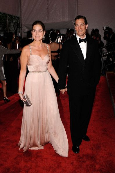 """Aerin Lauder Photos Photos - Aerin Lauder (L) attends """"The Model as Muse: Embodying Fashion"""" Costume Institute Gala at The Metropolitan Museum of Art on May 4, 2009 in New York City.  (Photo by Larry Busacca/Getty Images) * Local Caption * Aerin Lauder - """"The Model As Muse: Embodying Fashion"""" Costume Institute Gala - Arrivals"""