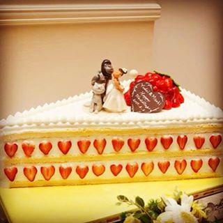 #ウェディングケーキ #ビッグショートケーキ #いちごがハート型 #ゆーだいの顔ゴリラ #結婚式 #プレイアス太田