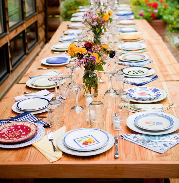 Seattle Farm Tables - the original party. Mismatched dishes and napkins & 15 best Vintage dishes images on Pinterest | Vintage dishes Dish ...