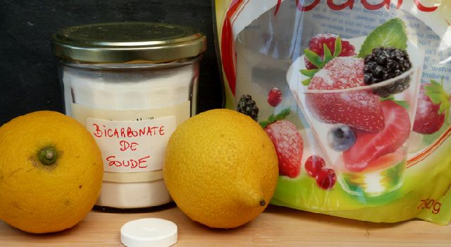 Recette maison : remède naturel contre la gueule de bois. Jus de citron, bicarbonate, sucre et aspirine, voici le quatuor gagnant pour vous aider à vaincre une bonne gueule de bois !