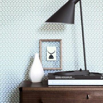 Tapeten und Uhren Designtapete YPSILON türkis von BORASDie Tapete YPSILON ist ein Design-Klassiker. Der Schwede Arne Jacobsen benutzte in den 50iger Jahren das streng graphische Ypsilon für ein zeitloses und deswegen immer noch modernes Muster. Sie können diese Tapete in vier Farbvariationen erhalten. € 61,-