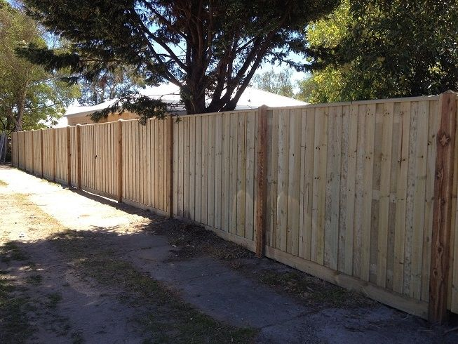 Paling front feature fence with exposed posts, points and capping. Styles of fences
