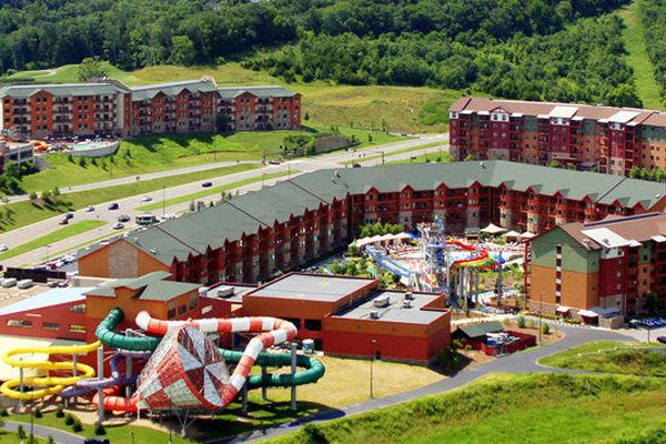The Wilderness at the Smokies Sevierville TN is very well known due to it having the largest Indoor Water Park in Tennessee. Not only does this place offer accommodations for guests but its concept is to provide some big time family adventure no matter what the weather conditions may bring. In fact it