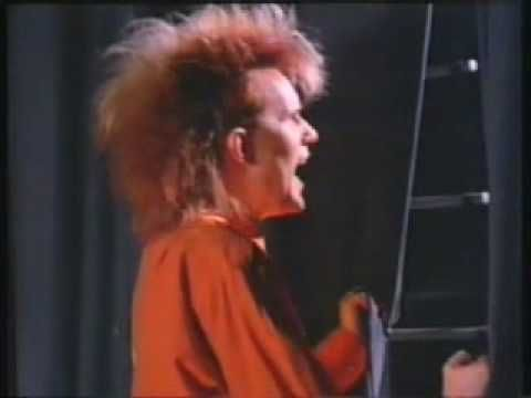 "HOWARD JONES / THINGS CAN ONLY GET BETTER (1985) -- Check out the ""I ♥♥♥ the 80s!!"" YouTube Playlist --> http://www.youtube.com/playlist?list=PLBADA73C441065BD6 #1980s #80s"