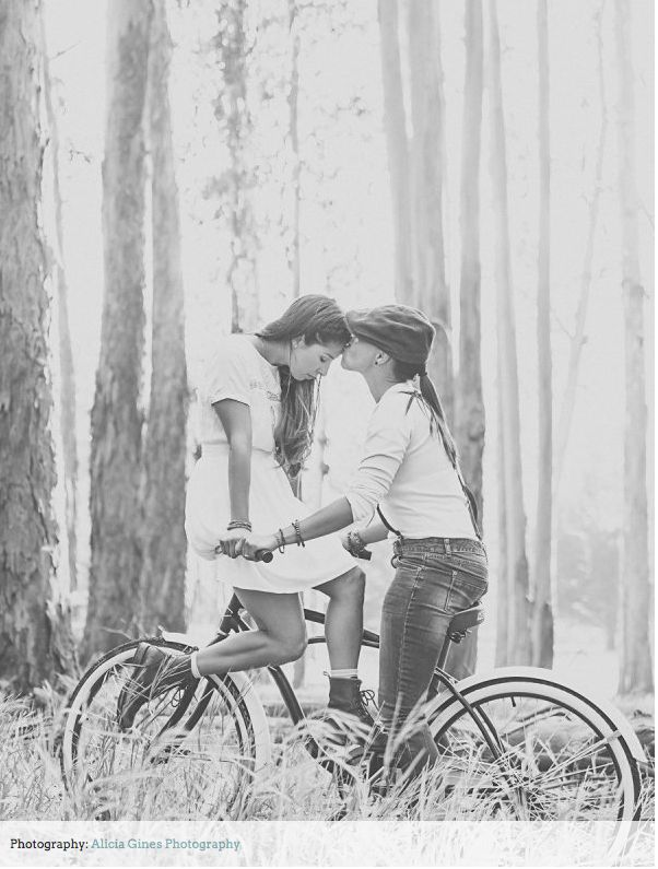 i will absolutely have bicycles in my engagement shoot!