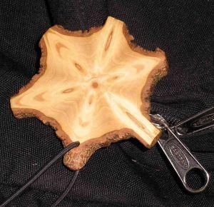 Her er savet en skive af et juletræ lige i grenkransen. Foto: Palle Holm.