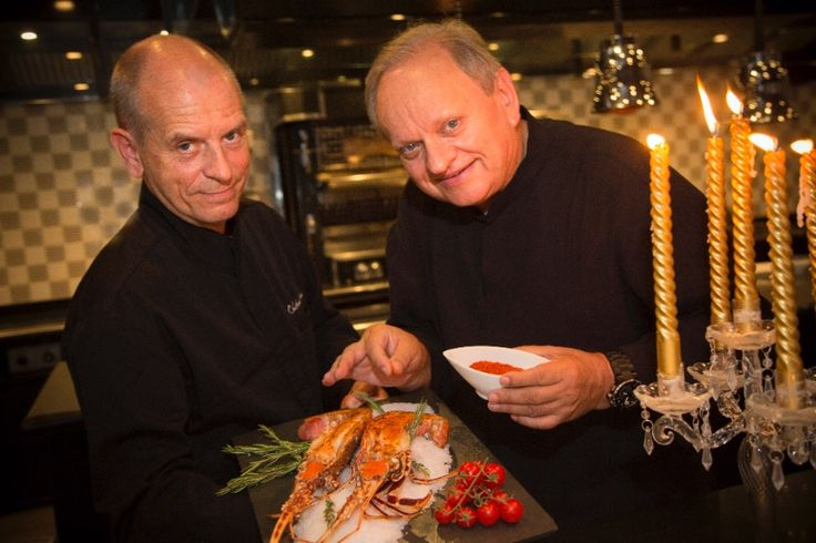Откройте для себя сладкие ароматы новогодних праздников в ресторане JOËL ROBUCHON с двумя звездами Мишлен. Вам будут предложены специально созданное шеф-поваром меню из шести блюд и широкий ассортимент напитков. Легкие закуски и шампанское, икра, лобстер или петух...