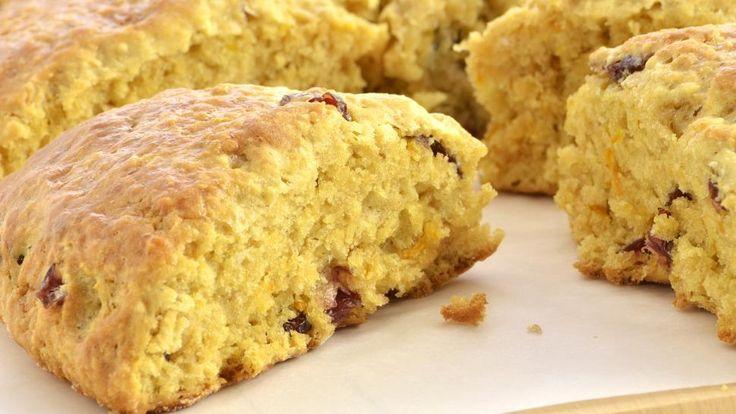 RYKENDE FERSK: Det er ingenting som smaker så godt som ferske bakervarer, og dersom du elsker bakst er det nesten for ille å ikke kunne unne seg litt hver dag. Men kutter du ut sukker og hvitt mel så kan du faktisk det. Foto: fotogal - Fotolia