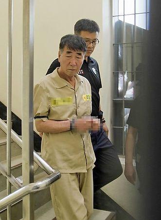 10日、韓国客船事故の初公判に向かう船長のイ・ジュンソク被告=光州地裁(配信元が画像の一部を処理してあります)(AFP=時事) ▼10Jun2014時事通信 船長、殺人罪を否認=乗組員15人初公判-韓国客船事故 http://www.jiji.com/jc/zc?k=201406/2014061000643 #Sewol