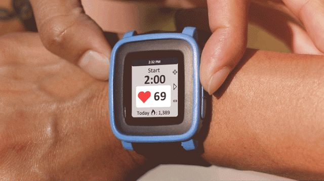 Προσθέστε αισθητήρα καρδιακών παλμών και ασύρματη φόρτιση στο Pebble Time με το TYLT VÜ Pulse