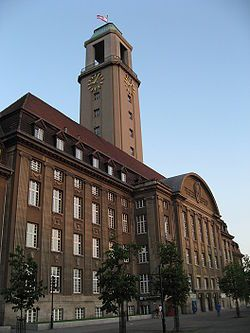 Foto vom Rathaus Spandau auf Wikipedia.de