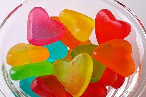 gomitas con forma de corazones