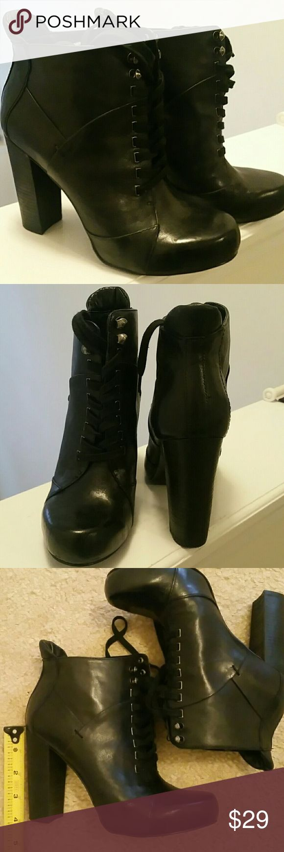 Nine West Ankle  Botin Nine West ankle botin, black leather, size 6.5. Nine West Shoes Ankle Boots & Booties