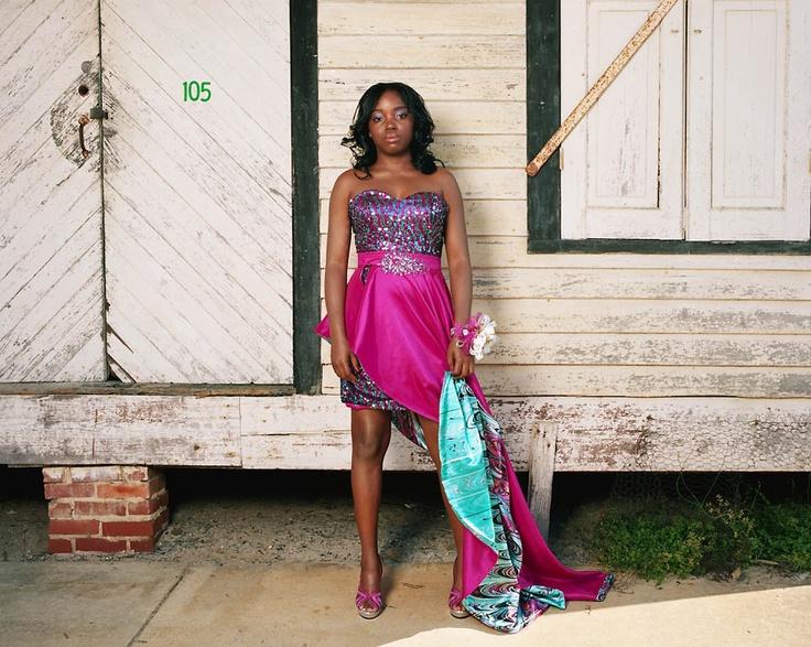 8-летняя Эмбер Джоунс: «В нашем городке нечего делать, так что выпускной это единственный день, когда мы можем прилично одеться и потусоваться все вместе». Средняя школа графства Монтгомери, Маунт-Вернон, штат Джорджия. Gillian Laub for TIME