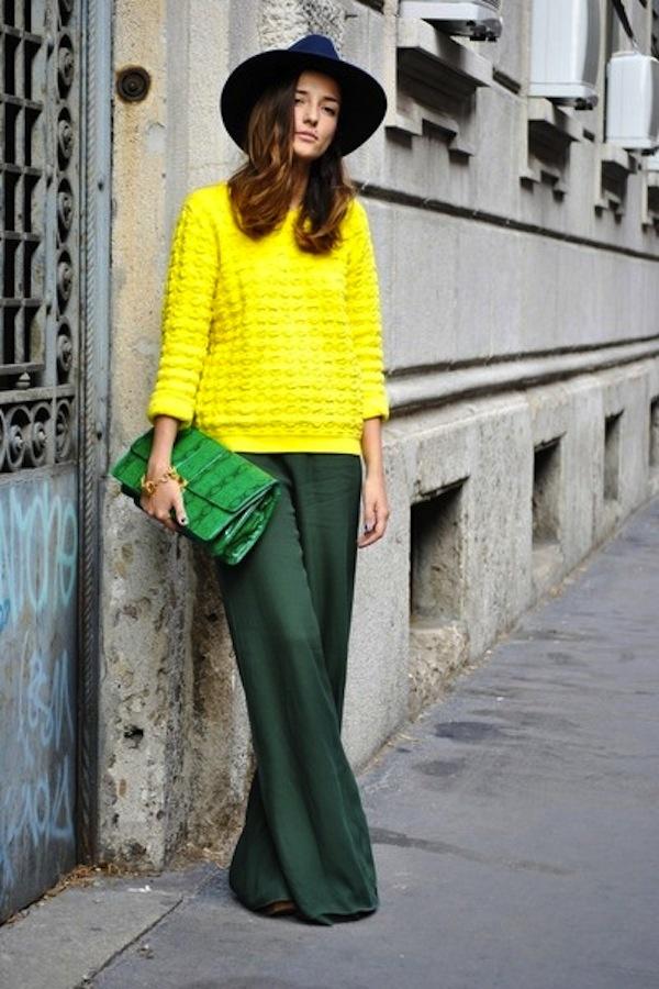 Groene maxirok en gele trui