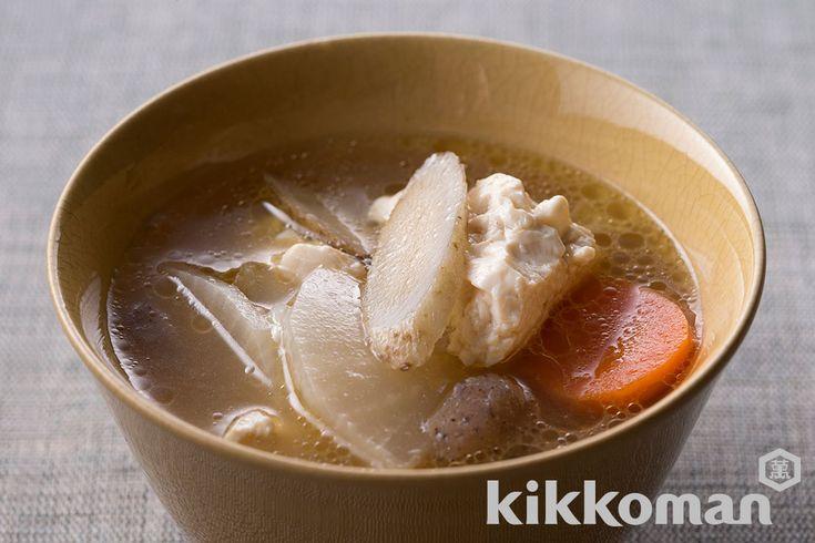 野菜たっぷりけんちん汁のレシピをご紹介。大根と豆腐を使って簡単お手軽に調理できます。炒め物や煮物から揚げ物まで様々な献立レシピを簡単検索!お弁当や健康(ダイエット)レシピもご用意しています。キッコーマンのレシピサイト【ホームクッキング】