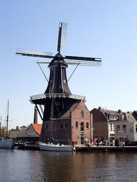 Windmill De Adriaan in Haarlem