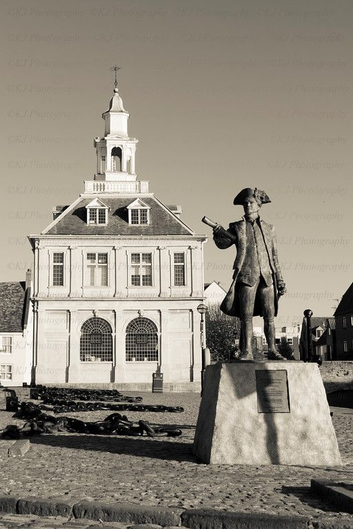 Statue of george vancouver with the old Customs house Kings Lynn